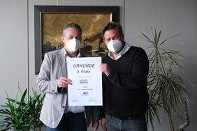 Michael Braun und Christian Braun, beide Niederlassungsleiter bei Lebert-Noerpel GmbH & Co. KG, Kempten mit der Urkunde für Platz 2 beim IDS Qualitäts-Ranking 2020